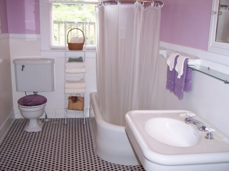 2  cat warna cerah kamar mandi