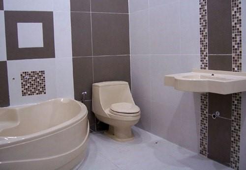 3 keramik terang kamar mandi