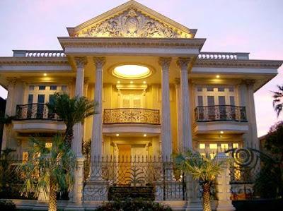 desain perpaduan klasik dan modern Rumah Mewah 2 Lantai