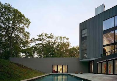foto rumah minimalis 2 lantai terbaru dengan kolam renang dari samping