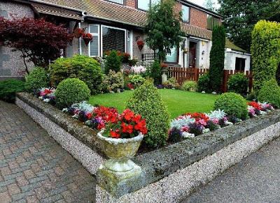 gambar Rumah mewah dengan taman indah