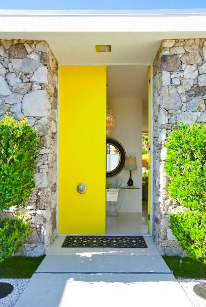 gambar desain pintu rumah minimalis modern kupu tarung warna kuning
