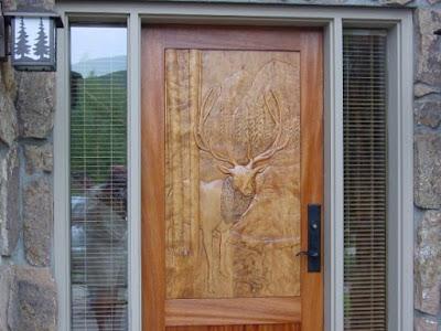 gambar pintu rumah minimalis 1 lantai elegan dari kayu