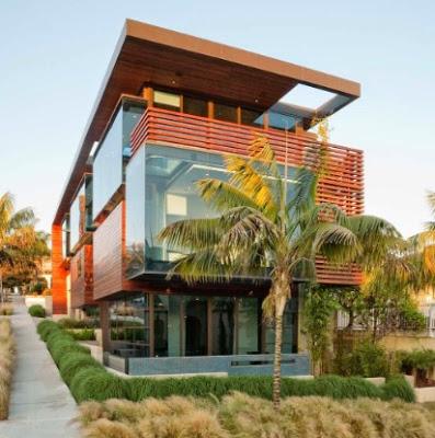 kombinasi rumah kayu mewah dengan kaca