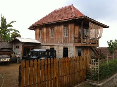 pagar rumah kayu mewah