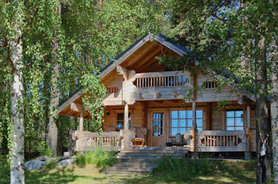 rumah kayu di tengah hutan