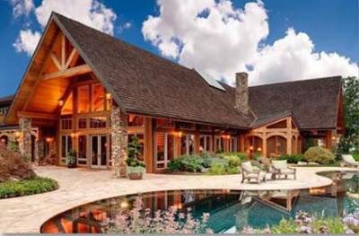 rumah kayu mewah dengan kolam renang