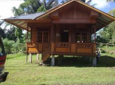 rumah panggung sangat sederhana di desa
